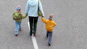 La conflittualità tra i genitori non è sufficiente per l'affidamento ai servizi sociali. (Corte di Cassazione, Sezione Civile n. 24637 del 13.09.2021).