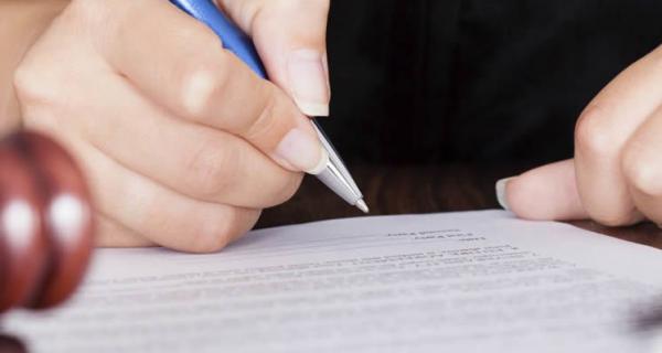 Compravendita nulla in caso difformità del titolo edilizio. (Corte di Cassazione, Sezione Civile n. 26847 del 04.10.2021).